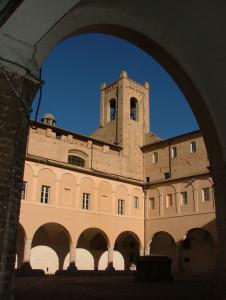 chiostro di sant'agostino e torre del passero solitario, recanati