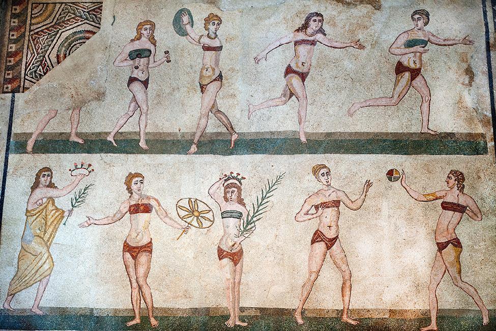 Ragazze in bikini raffigurate nei mosaici della Stanza delle Palestrite