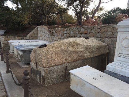 Compendio garibaldino: tombe di Giuseppe Garibaldi e famiglia