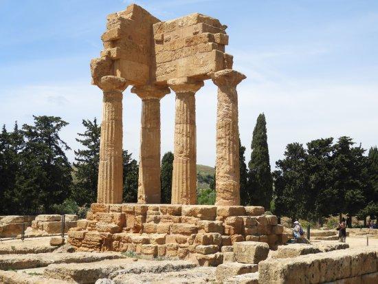 Tempio di Castore e Polluce nella Valle dei Templi