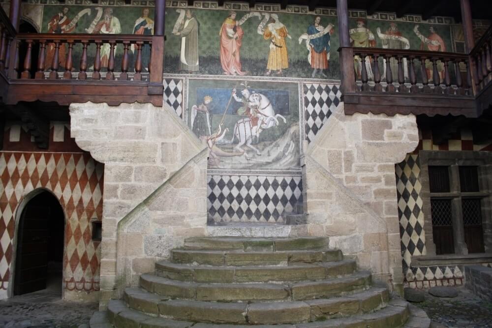 L'affresco di San Giorgio che uccide il drago nel castello di Fénis